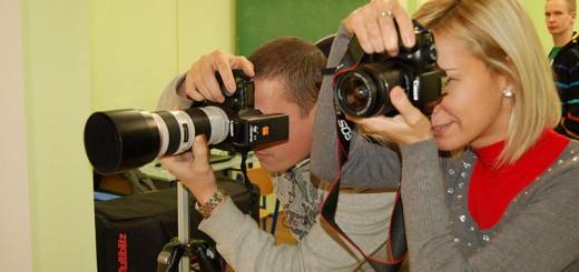 A tanfolyam során megtanítjuk a kompakt, bridge és a tükörreflexes gépek alapvető technikai kezelését és az ahhoz kapcsolódó fotós alapfogalmakat